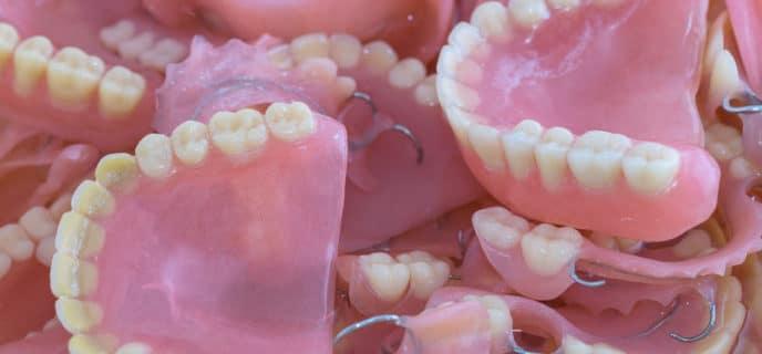 colle dentier ajustdent